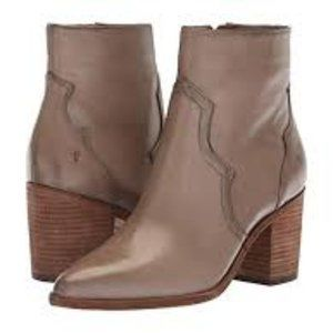 Frye Flynn Short Leather Booties in Grey 9